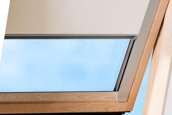 Victoria m dachfensterrollo verdunkelungsrollo dachrollo for Verdunkelungsrollo fur dachfenster