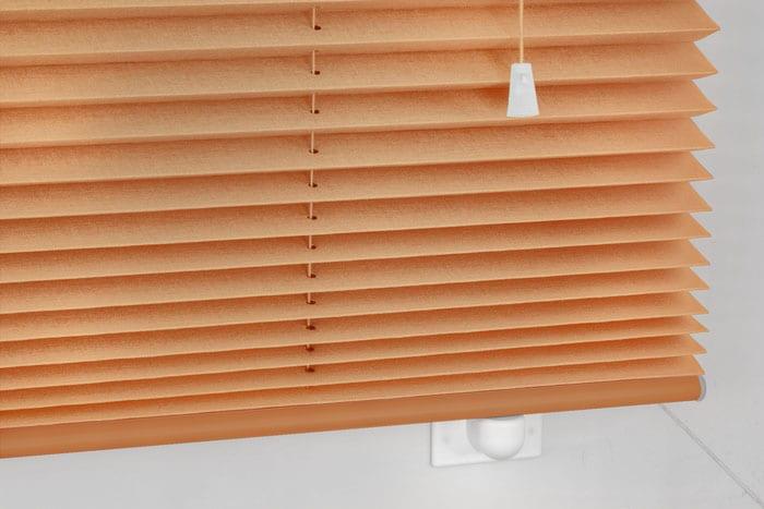 freih ngende plissees schnurzug plissee jalousie lichtdurchl ssig pflegeleicht. Black Bedroom Furniture Sets. Home Design Ideas